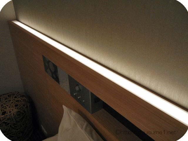 壁伝いのライト