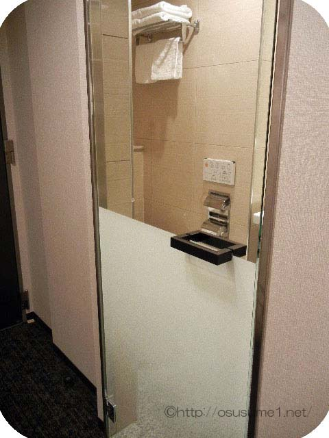 バスルームのガラス扉