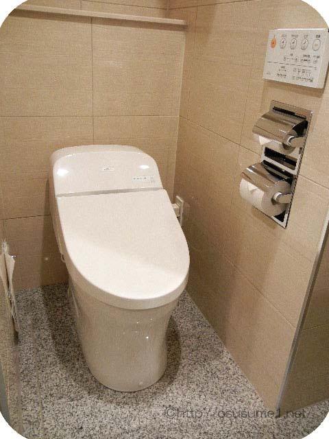 トイレは最新型のウォシュレット