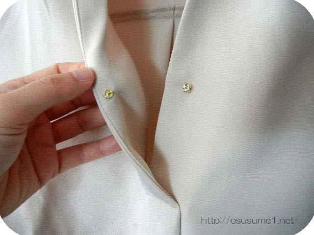 胸元のボタン