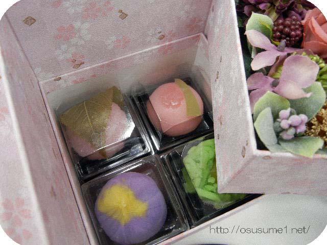 ボックスの2段目は上生菓子入り
