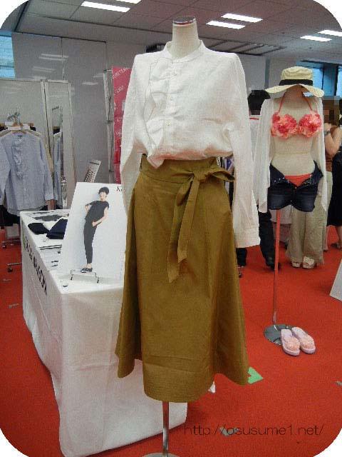 リネンフリルブラウス&ベルト付きミディアムフレアスカート