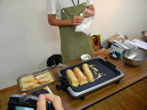 長いフランスパンも焼きます。