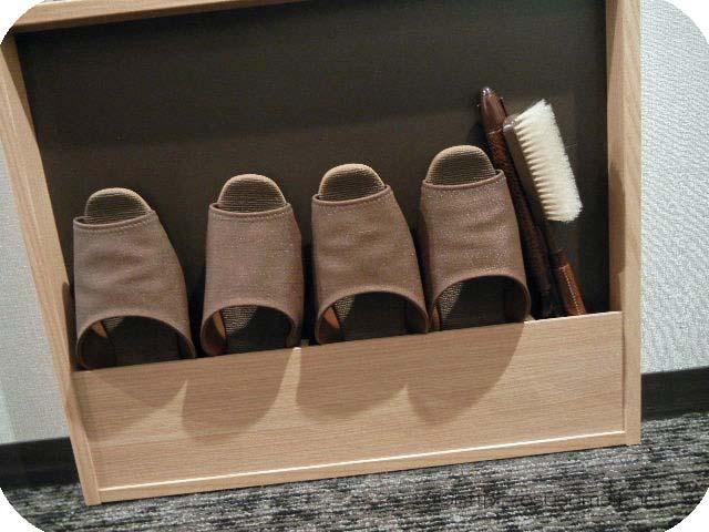 室内スリッパと靴のお手入れブラシ