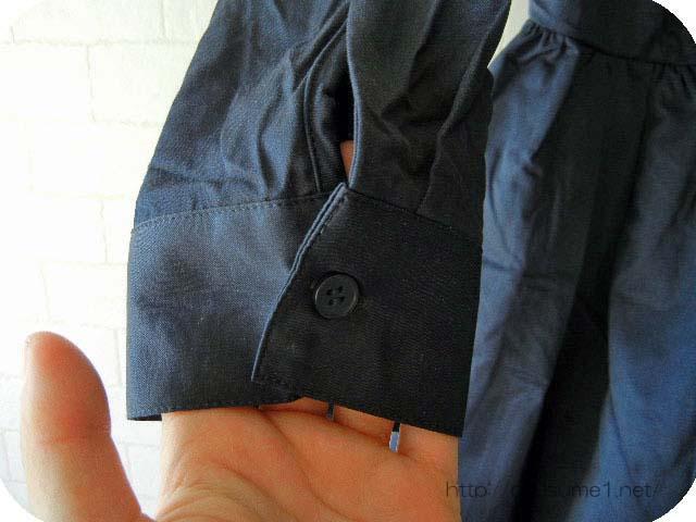 カシュクールシャツワンピースの袖のボタン