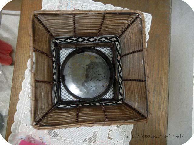 鉢カバーの底に受け皿を入れた。