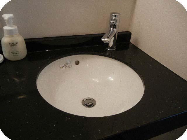 洗面台と蛇口