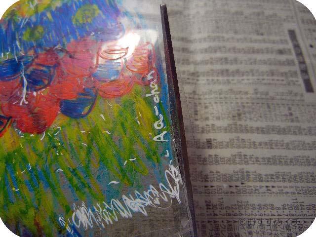 プラスチック板を熱帯魚型に切る。