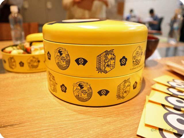 重箱の側面にはミニオンの和柄デザイン